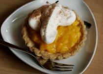 Mango-Tartelette mit Zimt-Sahne